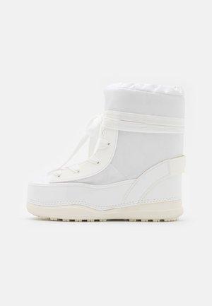 LA PLAGNE - Vinterstøvler - white