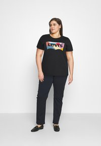 Levi's® Plus - PERFECT TEE - Print T-shirt - caviar - 1