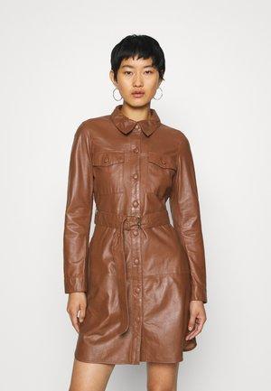 ZOLA - Košilové šaty - camel