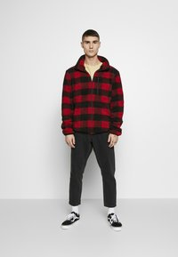 Urban Classics - PLAID HIKING JACKET - Tunn jacka - red/black - 1