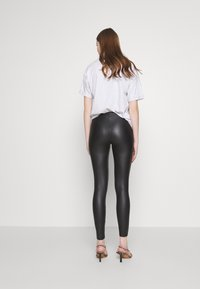 New Look - WET LOOK  - Leggings - Trousers - black - 2