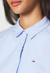 Tommy Jeans - SLIM FIT OXFORD - Button-down blouse - serenity - 4