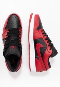 Jordan - AIR 1 - Trainers - gym red/black/white - 1