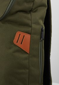 Doughnut - CHRISTOPHER - Rucksack - army with rust straps - 6