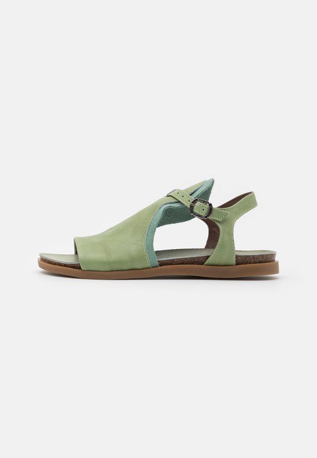 Sandaalit nilkkaremmillä - pesto