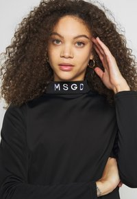 Missguided Petite - Camiseta de manga larga - black - 3