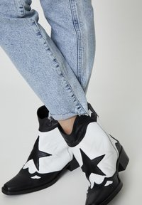 PULL&BEAR - Slim fit jeans - blue-black denim - 5
