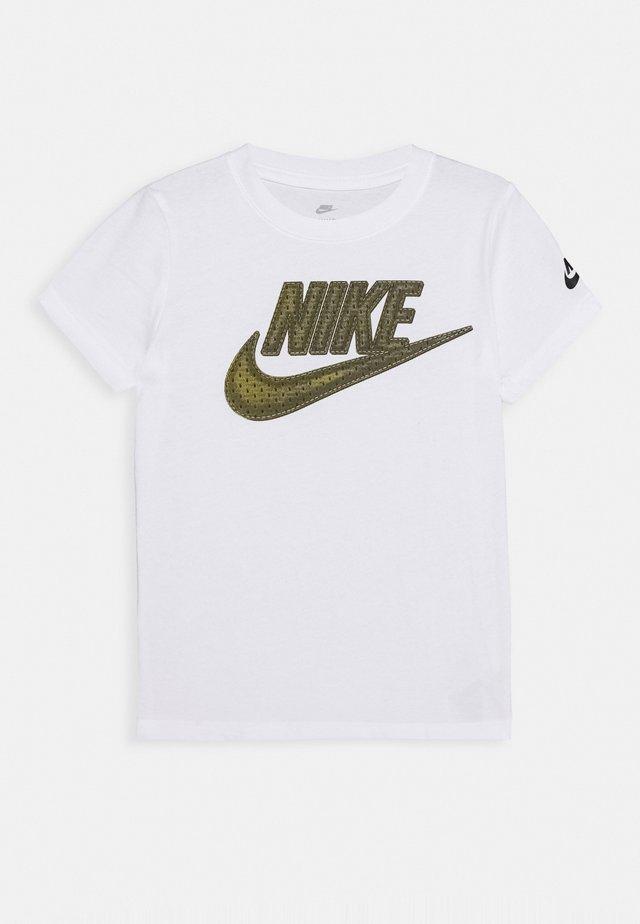 FUTURA TEE - T-shirt z nadrukiem - white