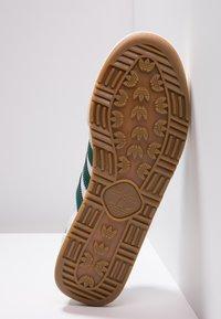 adidas Originals - JEANS - Trainers - footwear white/collegiate green/core brown - 4