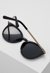 Michael Kors - CHAMONIX - Sunglasses - black - 4