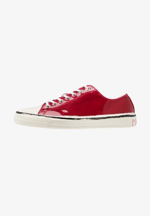 Tenisky - indian red/white