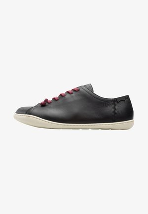 PEU - Zapatos con cordones - black