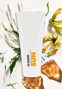 Jil Sander Fragrances - SUN SHOWER GEL - Duschgel - - - 1