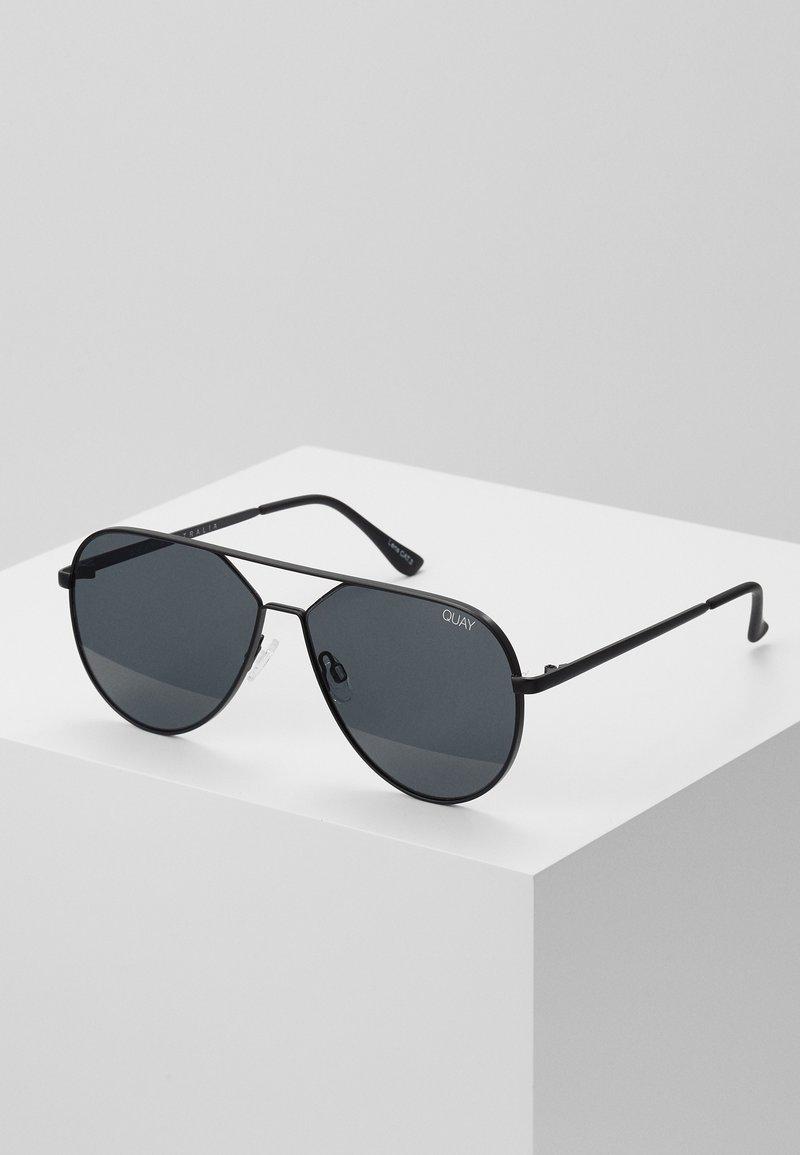 QUAY AUSTRALIA - HOLD PLEASE LIZZO - Sunglasses - black/smoke