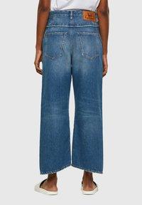 Diesel - DE-REGGYNAL-SP - Relaxed fit jeans - light blue - 2