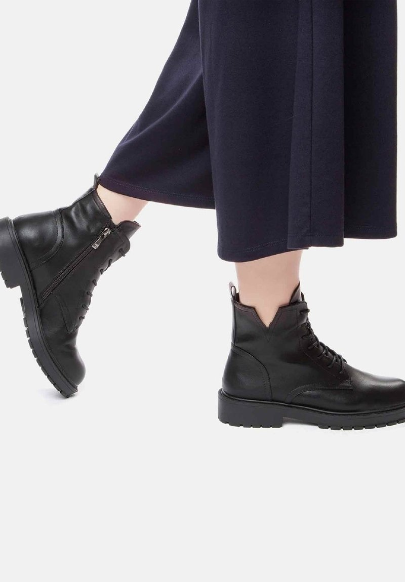 Betsy - Lace-up ankle boots - schwarz