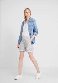 edc by Esprit - BERMUDA - Shorts - off white - 2