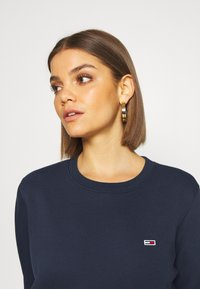 Tommy Jeans - REGULAR C NECK - Sweater - blue - 4