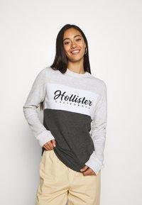 Hollister Co. - FASHION CREW - Sweatshirt - grey/white - 2