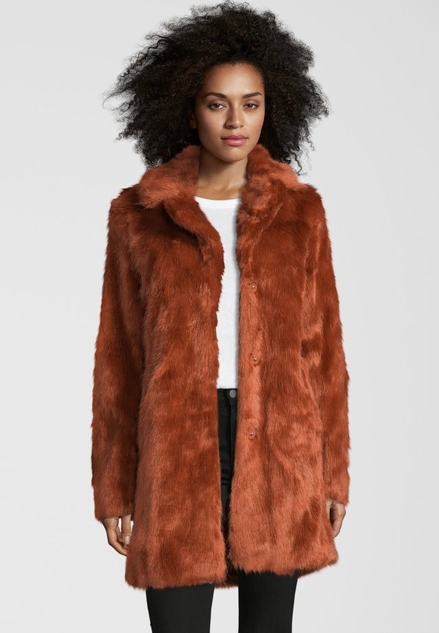 PAXTON - Winter coat - rust