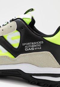 GAS Footwear - WISTOON - Trainers - white/neon yellow - 5
