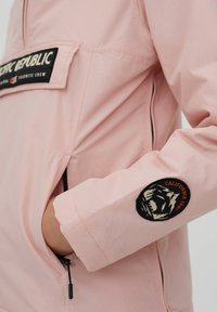 PULL&BEAR - PACIFIC REPUBLIC - Winter jacket - rose - 5