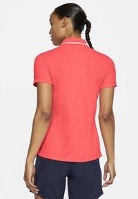 Nike Golf - DRY VICTORY - Koszulka sportowa - laser crimson/white - 2
