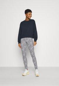 ONLY - ONLBELLA LIVE LOVE - Leggings - Trousers - black/zebra - 1