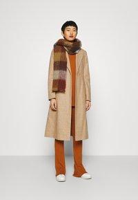 Dorothy Perkins - BELT WRAP - Klasický kabát - camel - 1