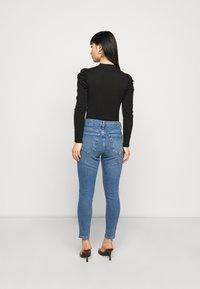 Topshop Petite - JAMIE CLEAN - Jeans Skinny Fit - blue denim - 2
