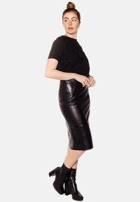 LEATHER HYPE - AMARI  - Pencil skirt - black - 4