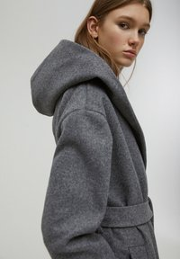PULL&BEAR - Klasický kabát - dark grey - 4