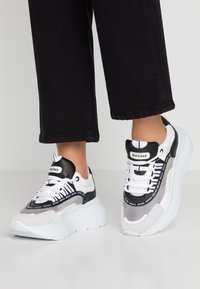 Bronx - GRAYSON - Joggesko - white/black - 0