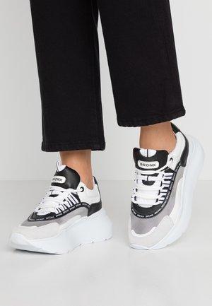 GRAYSON - Sneakers - white/black