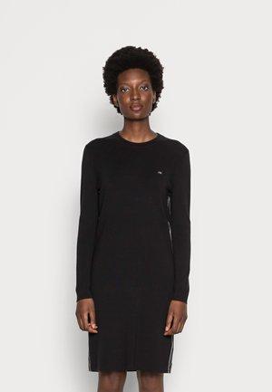 A-LINE LOGO DRESS - Pletené šaty - black