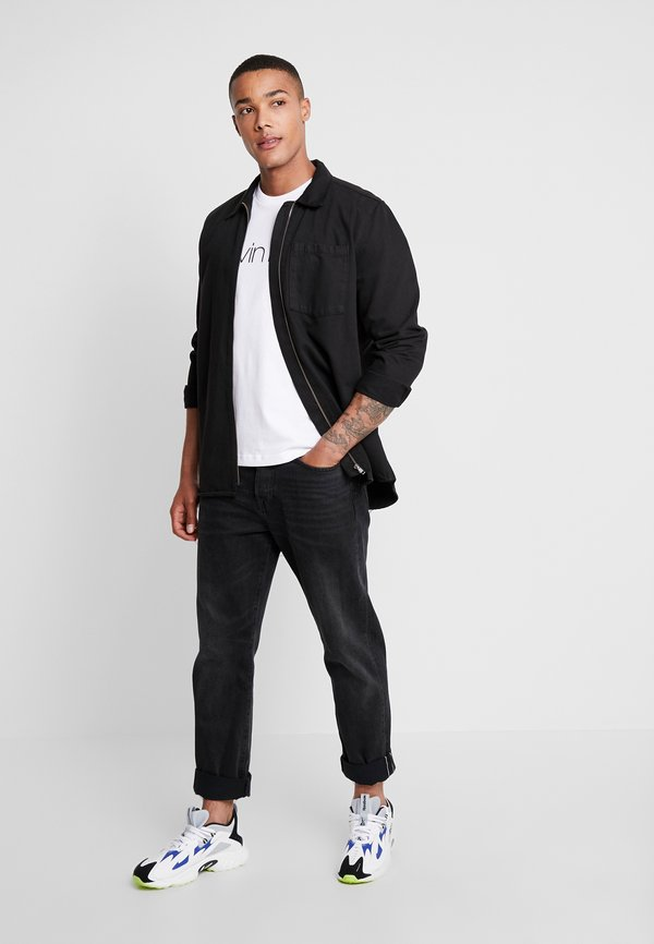 Calvin Klein T-shirt z nadrukiem - white/biały Odzież Męska AXSR