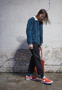 Nike Sportswear - BLAZER UNISEX - Tenisky - mantra orange/white - 0