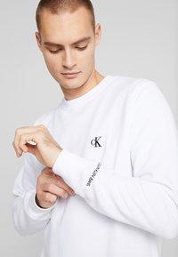 Calvin Klein Jeans - ESSENTIAL  - Mikina - bright white - 5