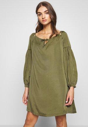 ARIZONA PEEK A BOO DRESS - Denní šaty - capulet olive
