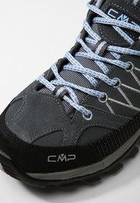 CMP - RIGEL LOW TREKKING SHOES WP - Outdoorschoenen - graffite/azzurro - 5