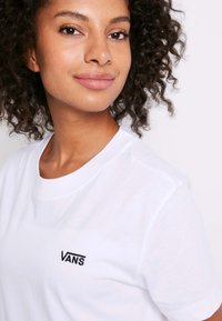 Vans - WM JUNIOR V BOXY - Print T-shirt - white - 5