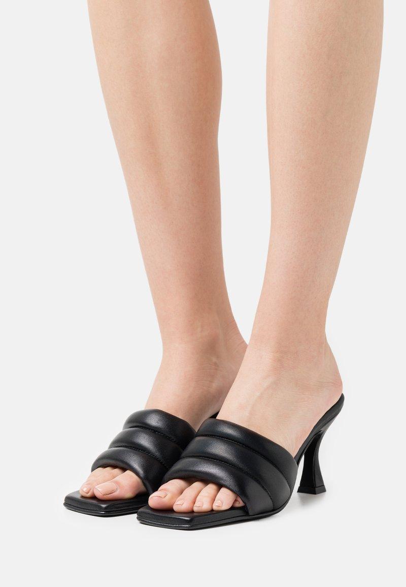 Selected Femme - SLFASHLEY PADDED MULE - Heeled mules - black