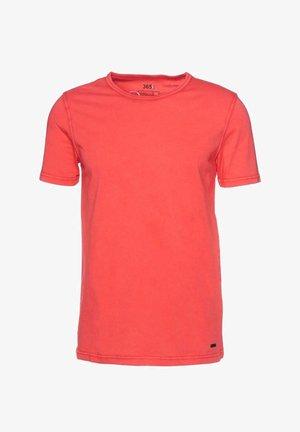 TOKKS - Basic T-shirt - red