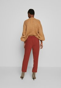 Re.draft - FORMAL PANTS - Trousers - toffee - 2