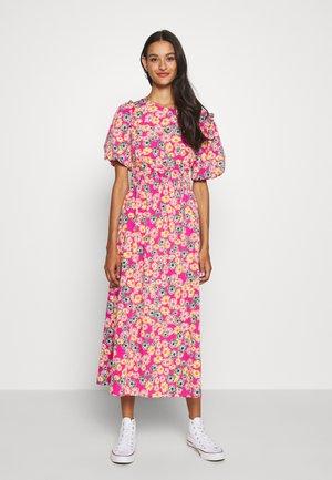 DAISY BUBBLE MID - Denní šaty - pink