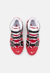 Nike Sportswear - AIR MORE UPTEMPO UNISEX - Trainers - varsity red/white/black - 3