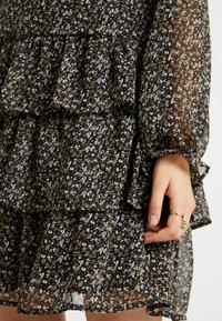 Vero Moda Tall - VMLULU FLOUNCE SHORT DRESS - Sukienka letnia - black/lulu - 7