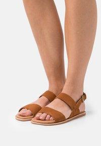 Clarks - KARSEA STRAP - Sandals - tan - 0