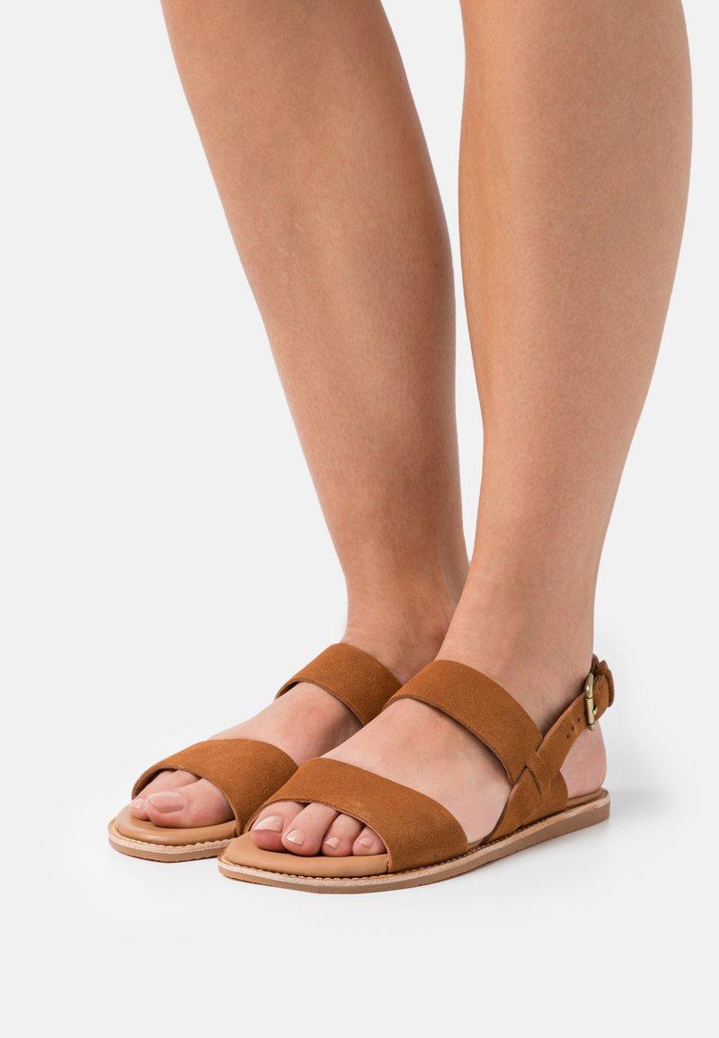 Clarks - KARSEA STRAP - Sandals - tan