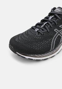ASICS - GEL-KAYANO 28 - Stabilty running shoes - black/white - 5